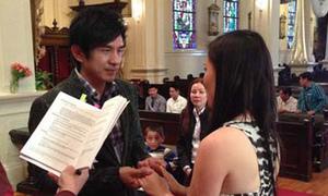 Đan Trường ngượng nghịu tập dượt cho lễ cưới ở nhà thờ