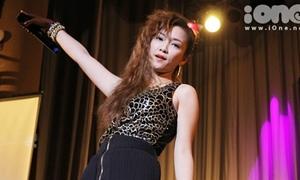 Đinh Hương rũ tóc hát rock cực sung
