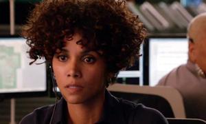 Halle Berry đấu trí căng thẳng với sát thủ trong 'The Call'