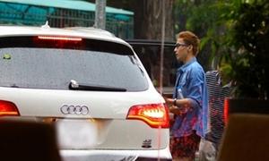 Dương Triệu Vũ lái Audi chở S.T (365) đi cafe