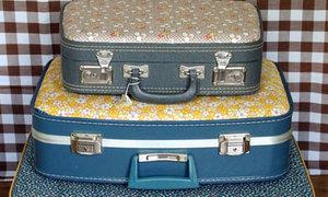 Áo mới sặc sỡ cho vali