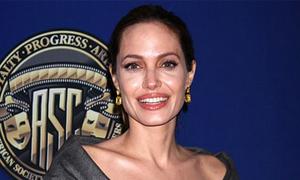 'Angelina Jolie sinh ra để làm đàn ông yếu đi'