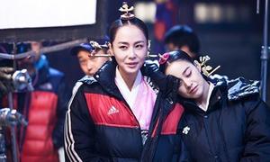 Kim Tae Hee thân thiết với 'tình địch'