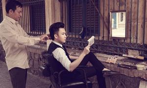 Dương Triệu Vũ ra vỉa hè cắt tóc