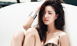Hoa hậu Kim Sa Rang khoe dáng nuột nà bên bờ biển Lăng Cô