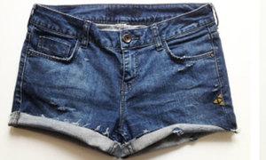Cắt phéng quần jeans cũ làm quần soóc phủi bụi
