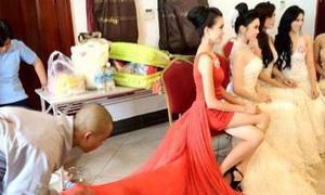 Thầy tu bỏ chùa đi nâng váy cho sao Việt