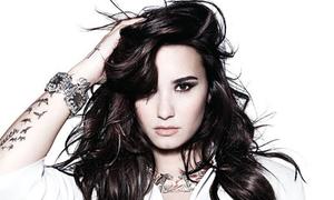 Demi Lovato ra single mới sau cú sốc mất cha