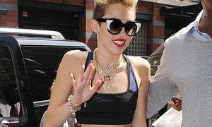 Miley Cyrus trưng vòng 2 phẳng lỳ trên phố