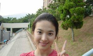 Song Hye Kyo chẳng son phấn vẫn xinh như nữ thần