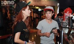 Quỳnh Anh Shyn vui vẻ xem phim cùng trai lạ