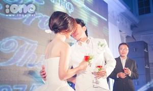 Đan Trường không ngại hôn vợ trước hai họ