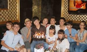 Nathan Lee được FC Hà Nội tổ chức sinh nhật sớm