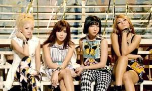 2NE1 khoe vũ đạo 'Falling in love' trong phòng tập
