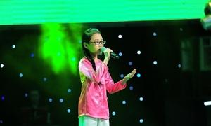 Mỹ Chi hát trong show của Mr. Đàm