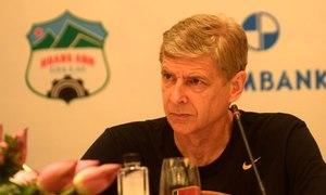 HLV Arsene Wenger: 'Tôi muốn đến Việt Nam từ bé'