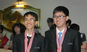 Facebook dậy sóng vì 2 chàng trai vàng Vật lý
