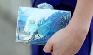 Sắm clutch hộp ngộ nghĩnh dạo biển