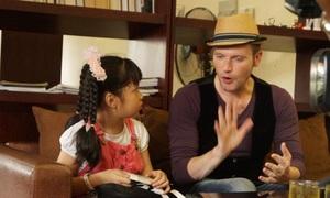 Chàng TâyKyo York thử sức làm thầy giáo dạy nhạc
