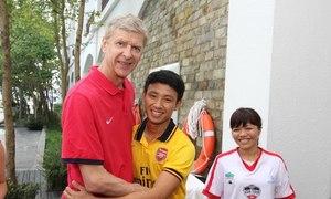 HLV Wenger tiết lộ lý do mời 'Running man' sang Anh