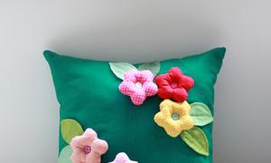 Xinh xắn hoa nổi rực rỡ trên gối