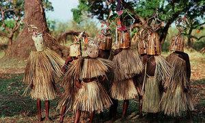 'Sởn gai ốc' với những tập tục kỳ lạ ở châu Phi