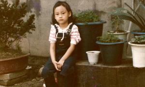 Ảnh hồi nhỏ kém xinh của bạn gái Won Bin