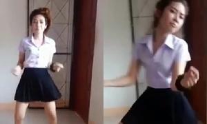 Nữ sinh gây choáng với điệu nhảy cover nhí nhố