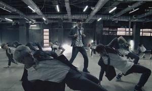 EXO trình diễn vũ đạo đồng đều trong MV 'Growl'