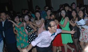 Amsers 'quẩy' hết cỡ trong prom nhiều thế hệ