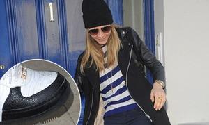 Bản tin: Cara Delevingne bị H&M 'sa thải' vì dính tới ma túy
