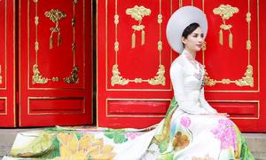 Hoa hậu Ngọc Diễm đẹp dịu dàng trong áo dài 'Sen'