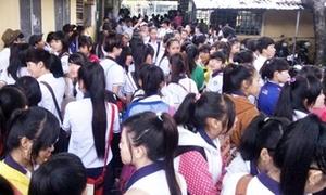 Học sinh bị đuổi khỏi lớp vì mặc quần ống hẹp
