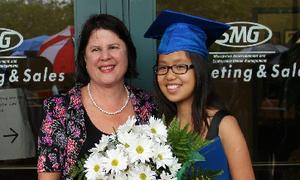 Nữ sinh Việt 4 lần được Tổng thống Mỹ trao bằng khen
