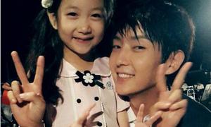 Lee Jun Ki khoe ảnh 'con gái' xinh đẹp trên phim trường