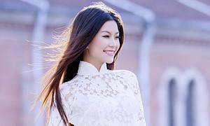Diễm Trang tràn đầy sức sống với áo dài