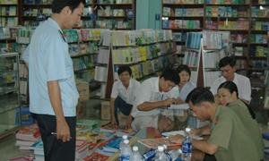 'Chống' sách lậu, bảo vệ quyền lợi học sinh
