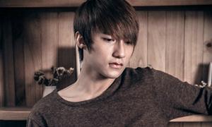 Hot boy 'Cơn mưa ngang qua' rơi nước mắt trong MV đầu tay
