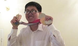 'Chàng trai vàng' Vật lý nhận Huân chương lao động hạng Ba