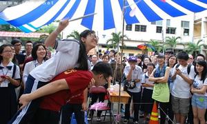Teen Trần Đại Nghĩa nhảy sạp đập bóng chào 10