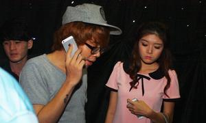 Bùi Anh Tuấn đưa bạn gái hot girl vượt 'muôn trùng' fan