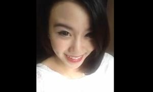 Linh Miu đăng vlog chỉ cách làm hài lòng người yêu