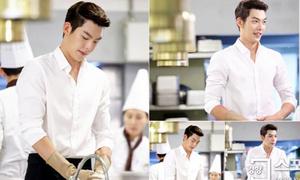 Kim Woo Bin rửa bát vẫn siêu quyến rũ