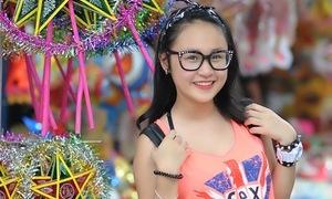 Cô bạn Xiu Xiu tươi xinh dạo phố Trung thu