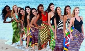 Người đẹp Miss World mặc sarong tạo dáng trước biển