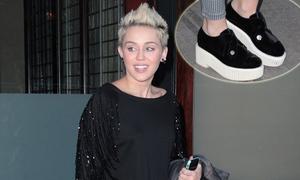 Miley Cyrus, Rihanna tích cực lăng xê giày bánh mỳ