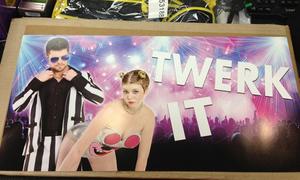 Bản tin: Đồ hở hang của Miley thành trang phục Halloween