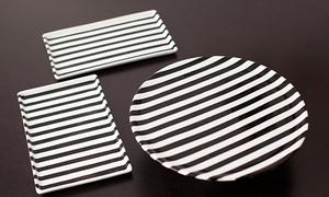 Trang trí đĩa kẻ trắng đen lạ mắt