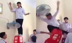 Teen 'làm xiếc' với ghế nhựa trong lớp học