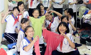 Teens Hà Nội hớn hở gom áo làm từ thiện